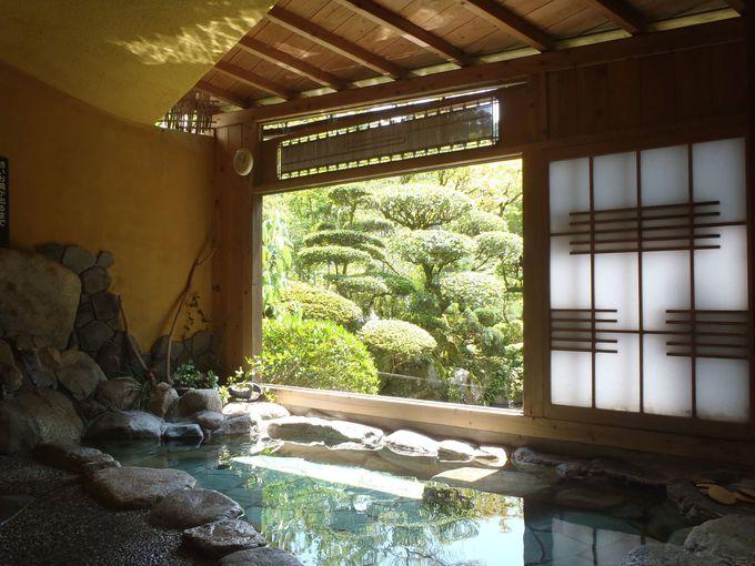 庭園が臨める貸切風呂で、昔ながらの「鶴霊泉」の趣を堪能