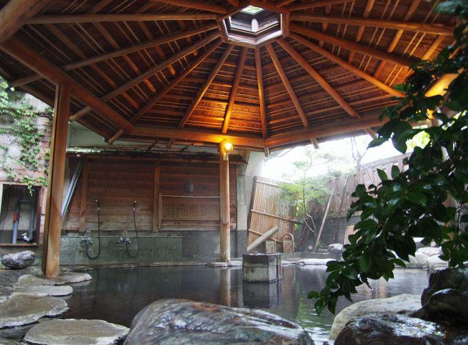 「花舞 竹の庄」は一階の露天風呂の風情も魅力的!