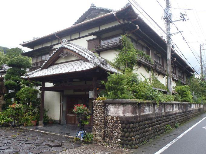 「花舞 竹の庄」の外観は入母屋造りの重厚な佇まい