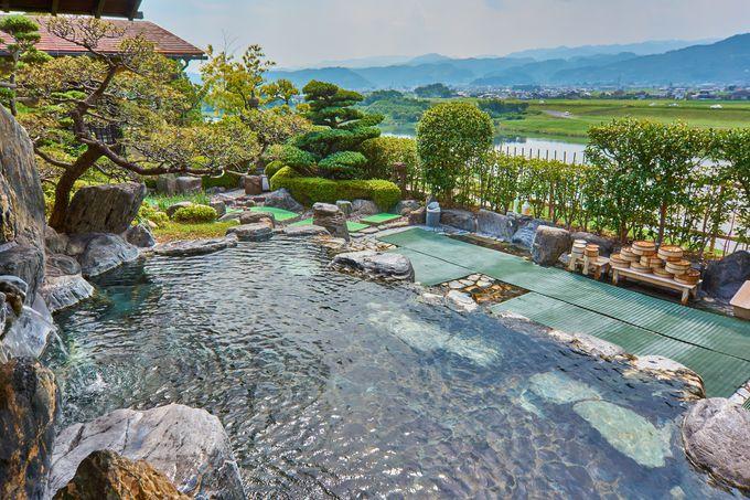 「ほどあいの宿 六峰舘」は九州一の大河を臨む展望と、滑らかな肌触りが秀逸!