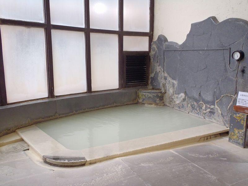 宿泊者専用貸切風呂はまるで硫黄の濃縮液の様!泉質にこだわる方におすすめ!