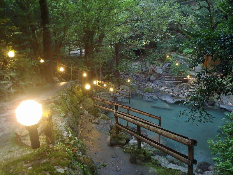巨大ホテルなのに秘湯情緒!「緑渓湯苑」で自然に囲まれた野天湯を満喫しよう!