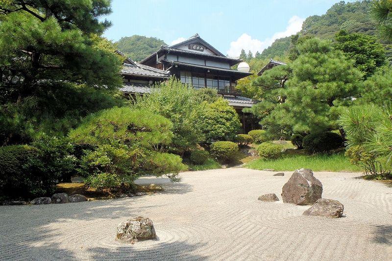 山水園は庭園めぐりがおすすめ!「枯山水」は白砂と景石が印象的な名勝庭園