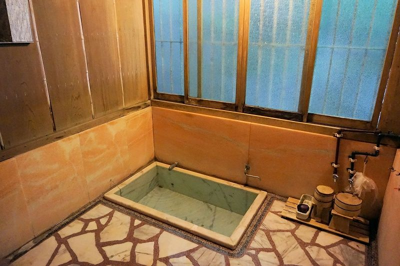 「平賀敬美術館」では源泉そのままの貸切風呂が利用可能。単純温泉の名湯をじっくり堪能しよう!