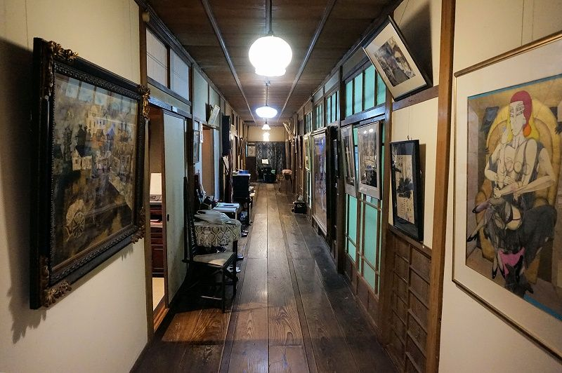 「平賀敬美術館」の建築と絵画が織り成す、独自の異次元空間に魅了!