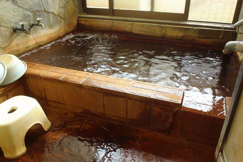 「炭酸温泉 山里の湯」のアワアワ・シュワシュワ高濃度炭酸泉で、ほっこり体を温めよう!