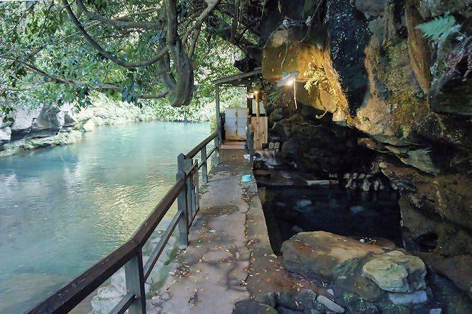 壁湯温泉「旅館福元屋」は、洞窟から湧き出す神秘の温泉!