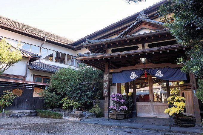 文化財の宿「芳野旅館」で昭和レトロと上質の自家源泉を満喫!