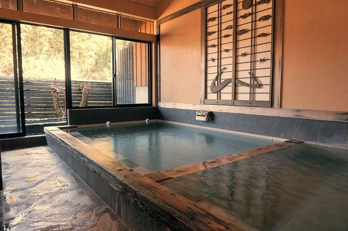 「旅館かどや」の清潔感溢れる佇まいとフレッシュな温泉に癒される