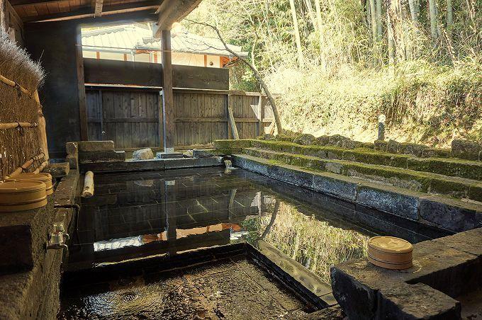「一木一草」は瀟洒な和モダンの上質空間。pH10のアルカリ温泉はツルツル美人湯!
