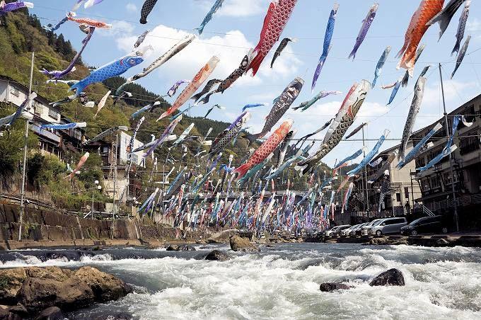 「杖立鯉のぼり祭り」は必見!小国町の春の風物詩