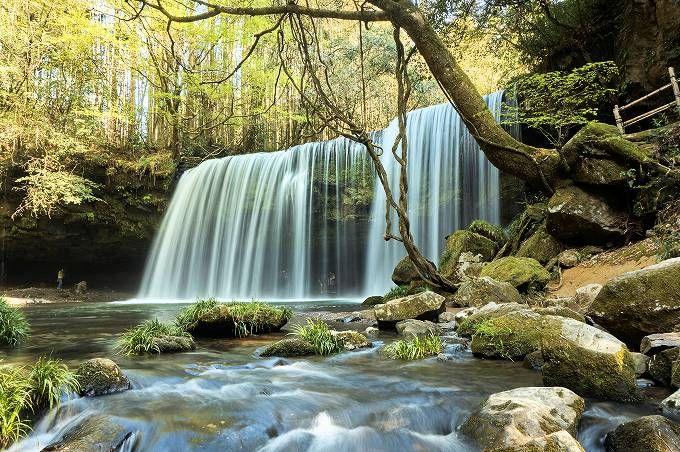 小国町の絶景スポット「鍋ヶ滝」