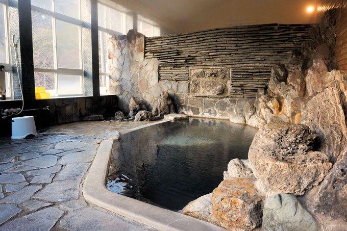 二ヶ所の内湯は、お湯にこだわる人向けの絶品泉質
