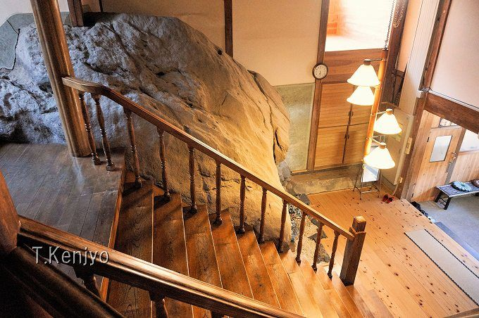 旅館部宿泊は一日二組まで!歴史を感じる外観と真新しく明るい内装