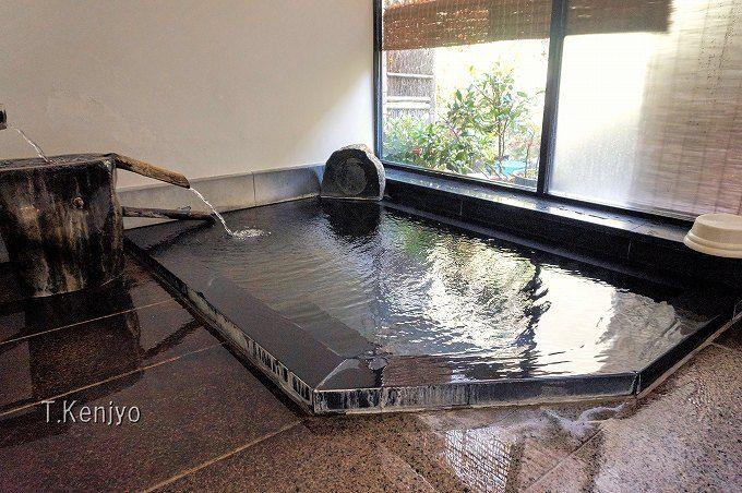 温泉は貸切風呂が二ヶ所。癖の無い単純温泉は、肌が潤う名湯!