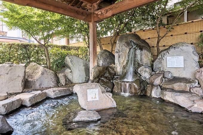 「湯の端公園足湯」で、ぬるい足湯を体験しよう!