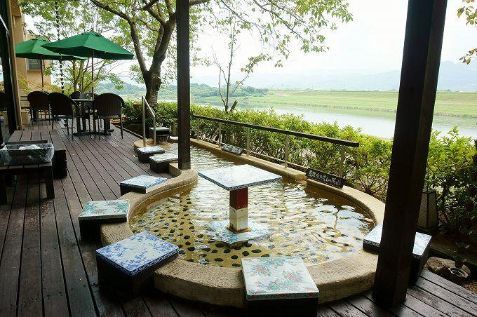 隣接する原鶴温泉は、美人湯で知られる温泉地