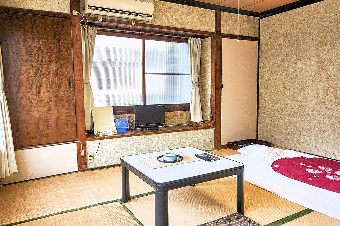 「長寿荘」は、客室も昭和チック