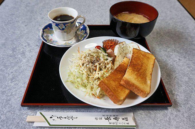 和洋折衷の朝食。愛情たっぷりの食事