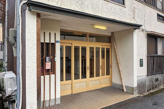 「長寿荘」は、一泊朝食付3000円。しかも税込!