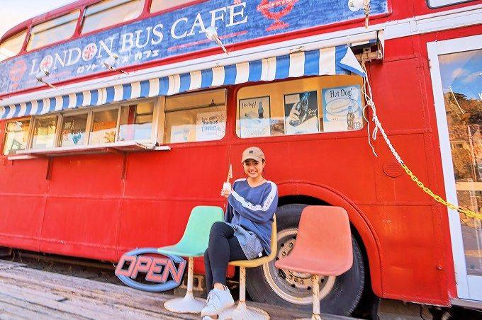 正午前後は「ロンドンバスカフェ」。オシャレなバスで記念撮影!