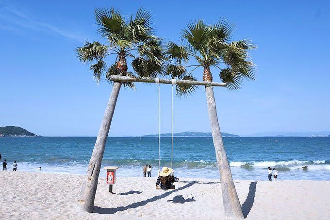 11時〜「ヤシの木ブランコ」。南国ビーチで写真&ランチ