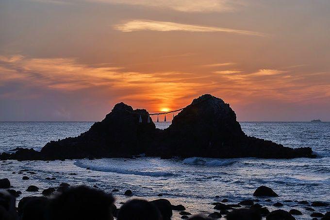 夫婦岩に沈む夕日が見たい!鑑賞できるコツは?