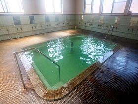 新屋温泉は青森の名湯!神秘的過ぎるエメラルドグリーンの湯