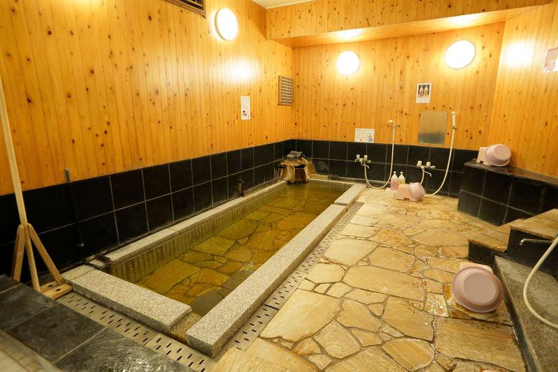 別府「ゲストハウス松亀荘」は1泊2000円〜!天然かけ流し温泉宿