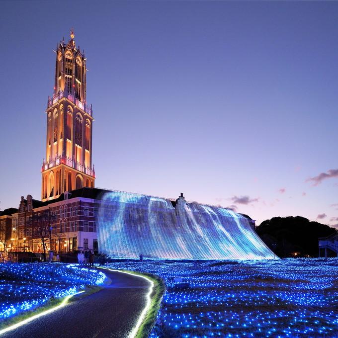 17時〜「光の滝」。日没前後がイチオシ!