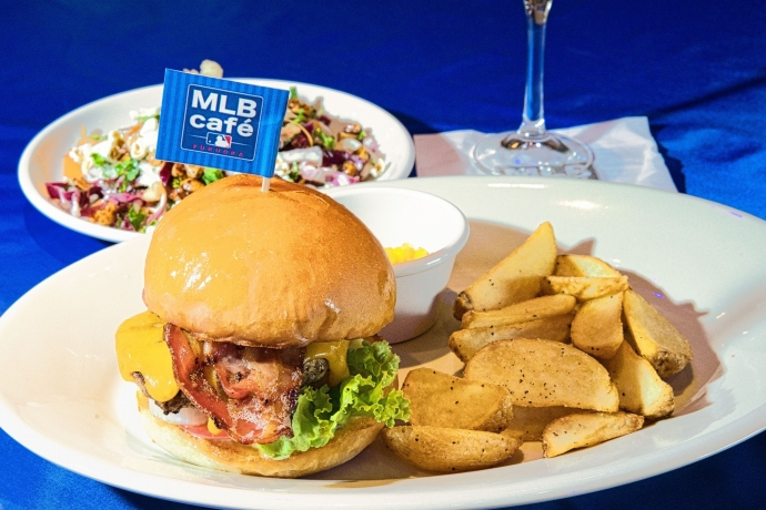 見所3:「MLB cafe FUKUOKA」はMLB公認レストラン