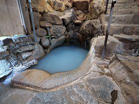 和歌山・湯の峰温泉「つぼ湯」世界遺産の名湯に入浴するコツとは