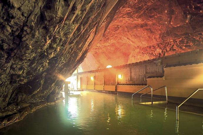 「玄武洞」は浴室風情と泉質が揃う名湯