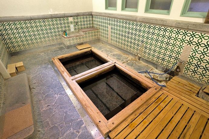 世界屈指の放射能泉を体感!2つの貸切湯と大浴場