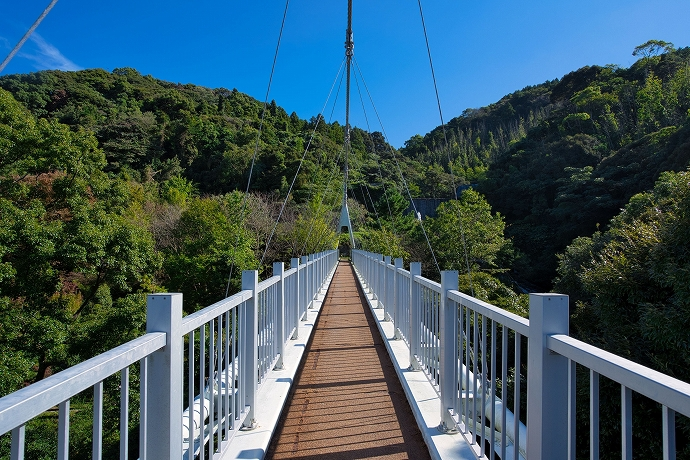 いざ二丈渓谷へ!まずは「加茂ゆらりんこ橋」を渡ろう
