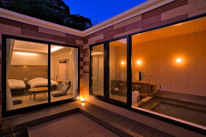 客室の半露天風呂は、福岡唯一の硫酸塩泉