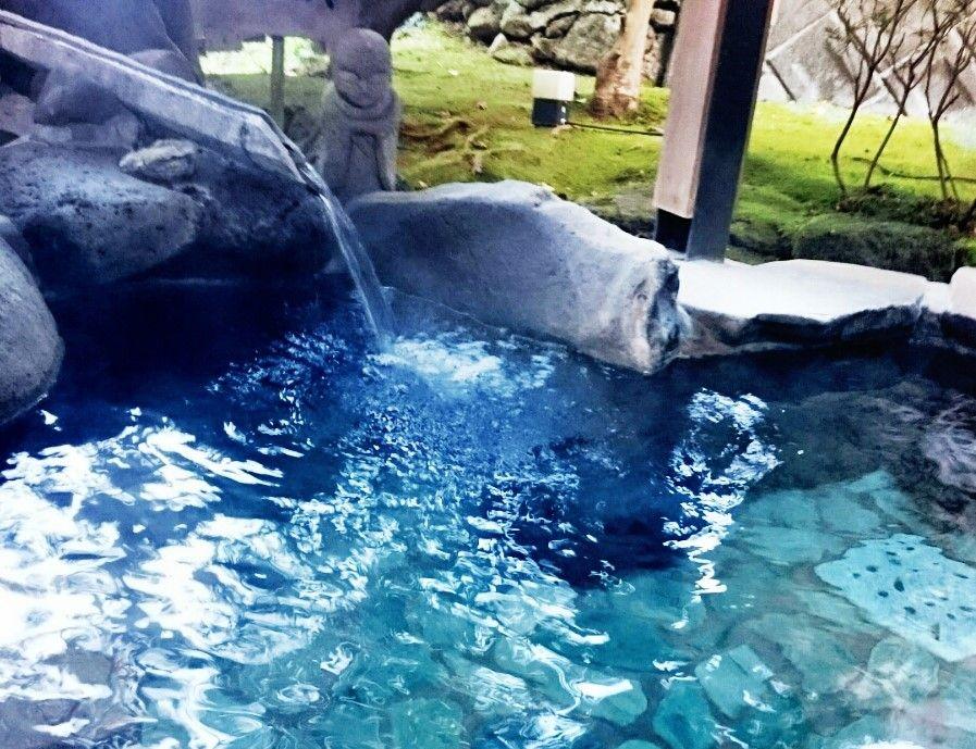 霊峰富士と駿河湾をながめながら湯につかる贅沢なひととき