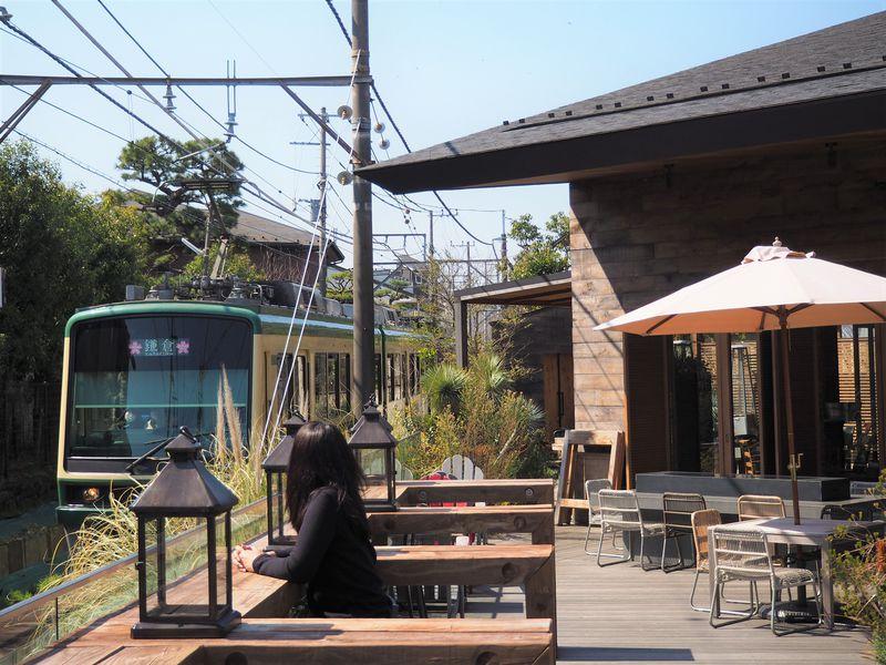 神奈川「AWkitchen GARDEN鎌倉」で江ノ電を眺めながら食事しよう!
