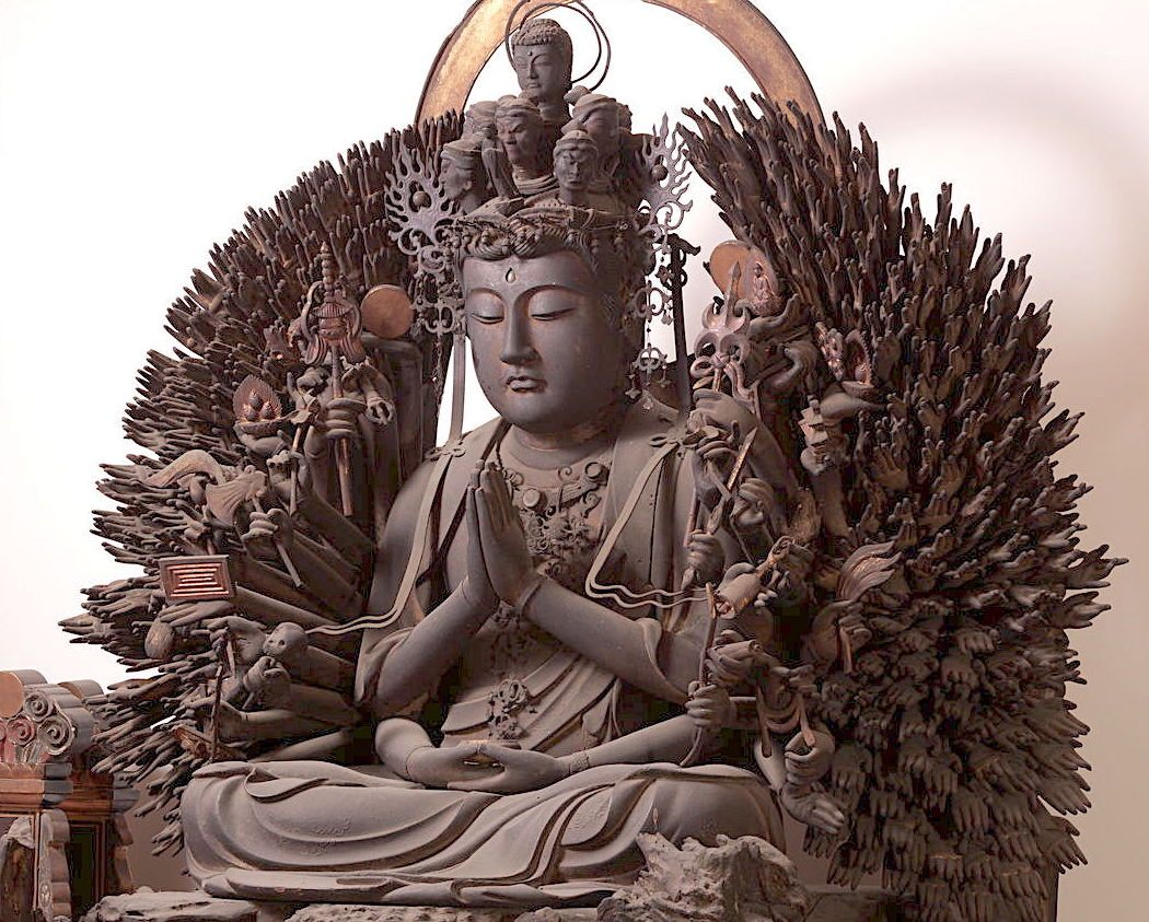 奈良王寺「達磨寺」392の手を持つ千手観音の圧倒的存在感!