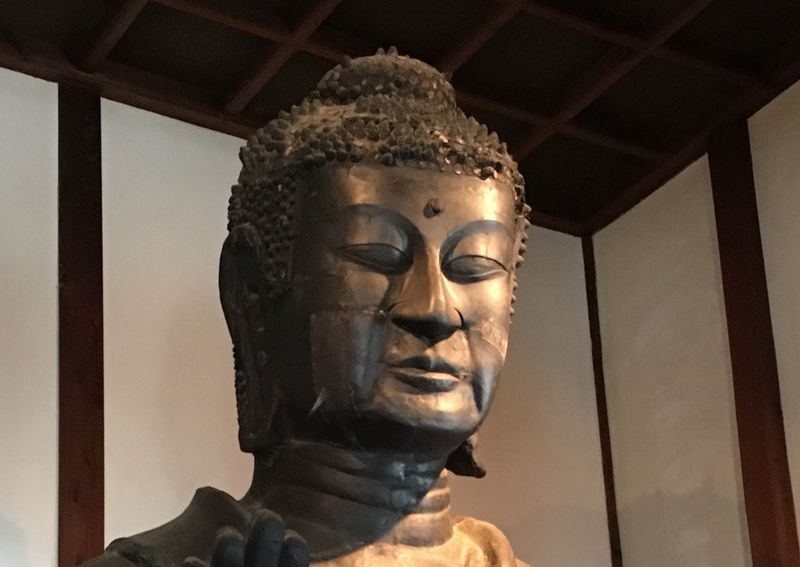 日本最年長1400歳!奈良・飛鳥寺の「飛鳥大仏」と眉目秀麗な「聖徳太子像」