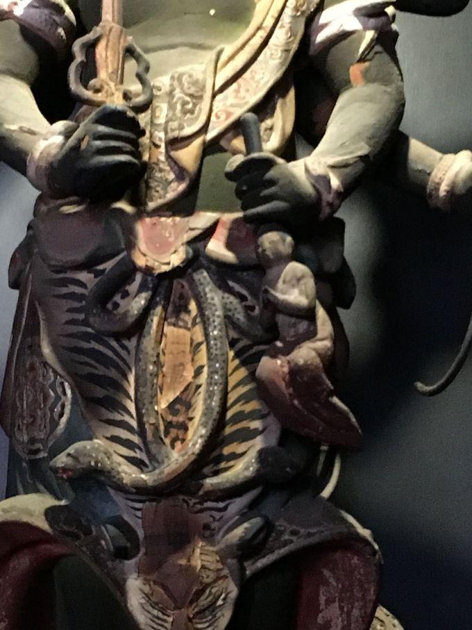 蛇、髑髏、虎、女性!?をあしらった勇ましい青面金剛立像