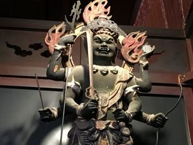 岐阜・美江寺 異彩を放つ姿!三猿を連れた「青面金剛」