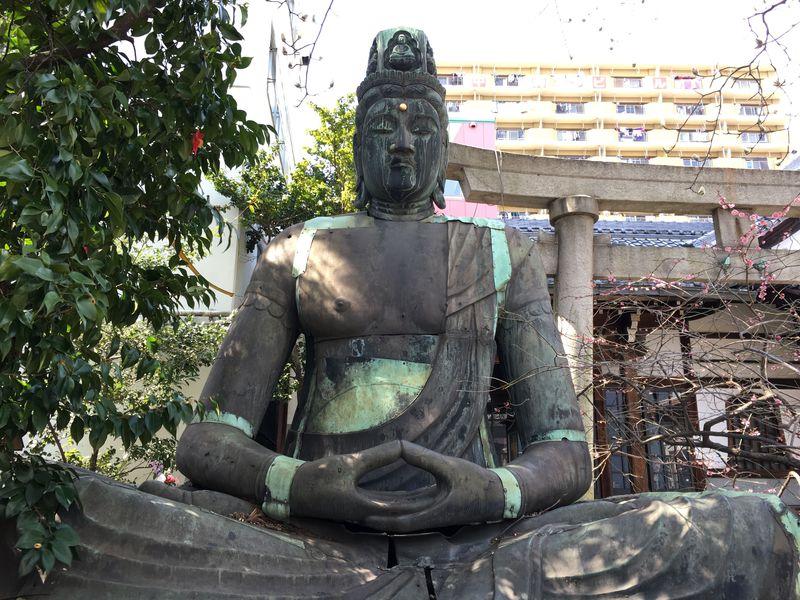 名古屋市「七寺」太平洋戦争を耐え抜いた満身創痍の大日如来坐像