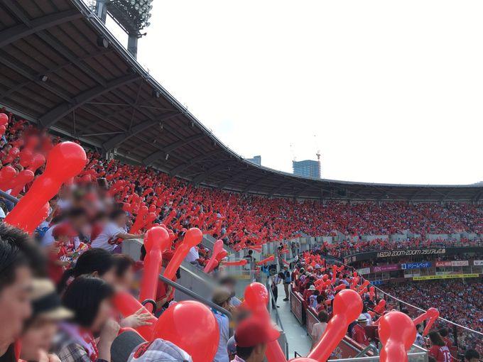 真っ赤に染まるカープの本拠地「マツダスタジアム」