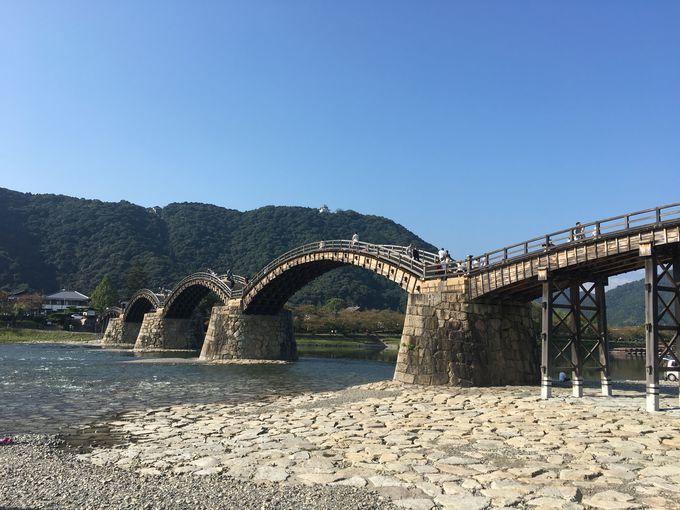 美しいアーチ型が人々を魅了する「錦帯橋」