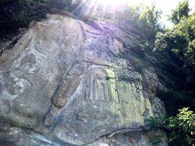 兵庫県たつの市「觜崎磨崖仏」は寝釈迦の嶺を向くお地蔵さま