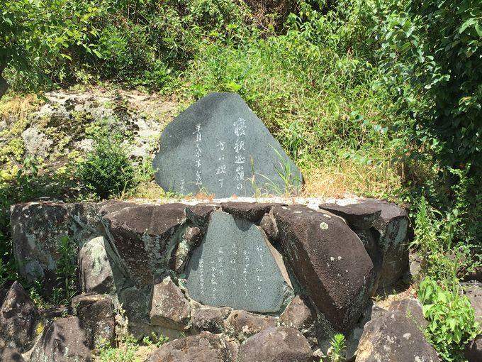 地蔵尊が向く先には寝釈迦の山々