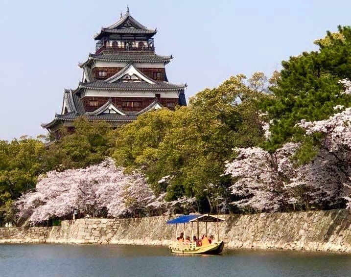 奇跡が起きれば現れる!鏡に映るもう一つの「広島城」