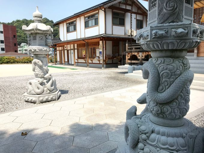 幸運の守り神「シロヘビ」を祀る「岩國白蛇神社」
