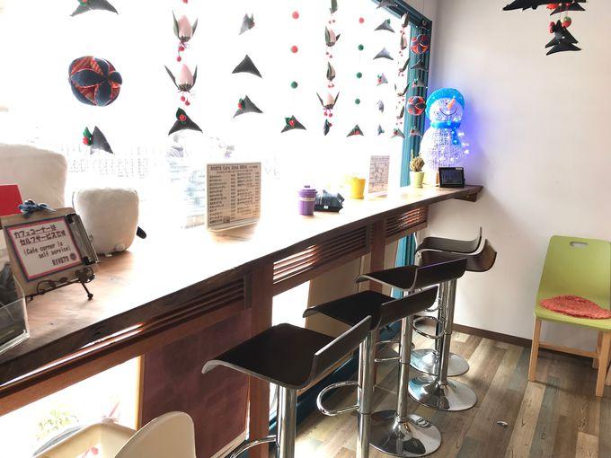 カフェ店内の吊り飾りにも注目!